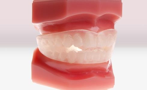 Choosing your new artificial teeth