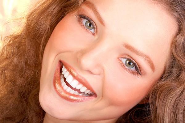وایتنینگ دندان با وجود ایمپلنت دندان